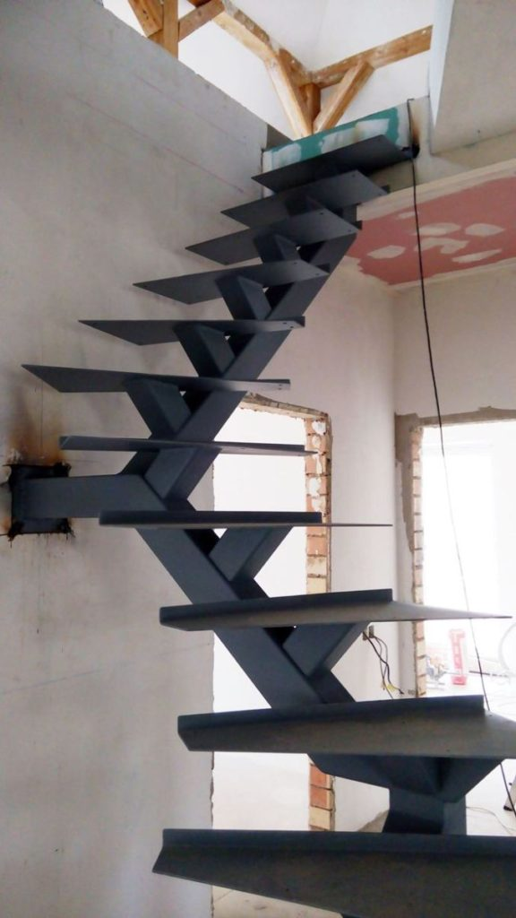 Металлическая лестница Тип 11