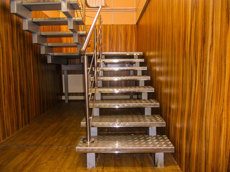 Металлическая лестница Тип 13