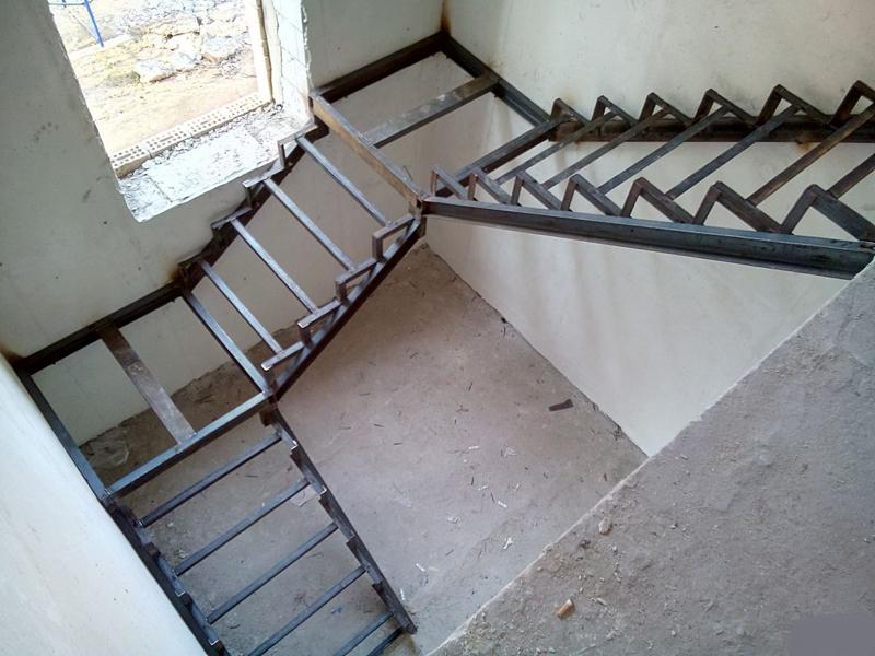 Металлическая лестница Тип 15