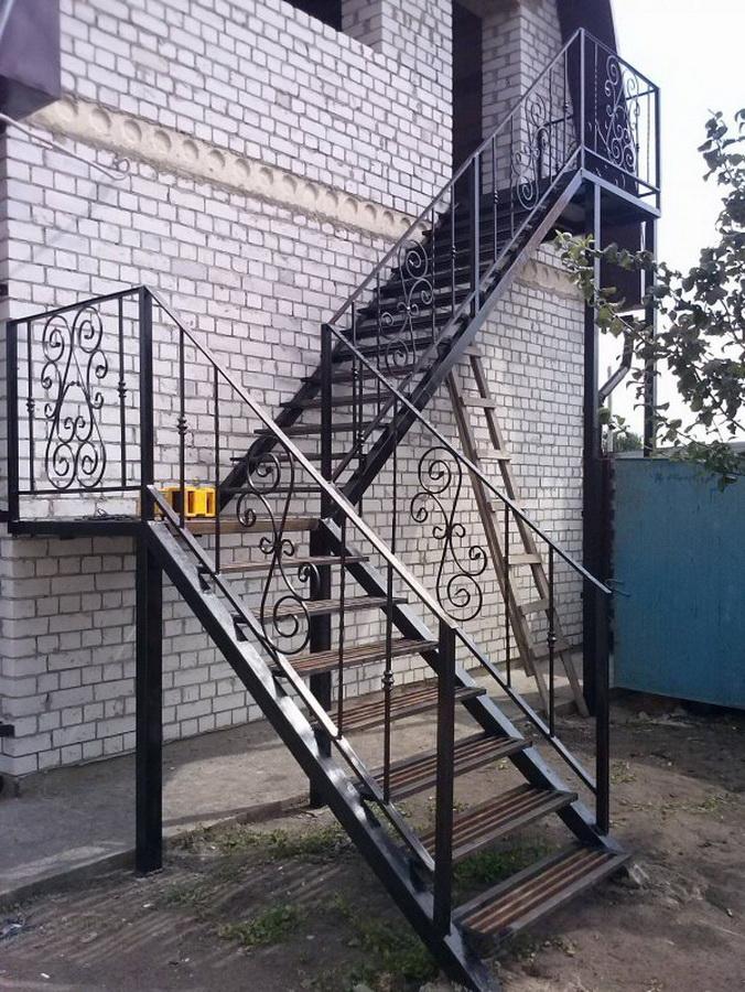 Металлическая лестница Тип 17