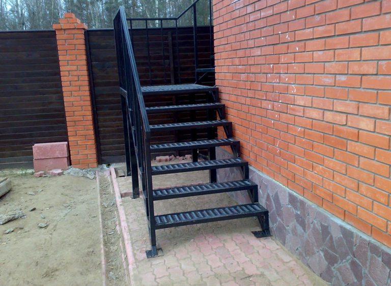 Металлическая лестница Тип 18