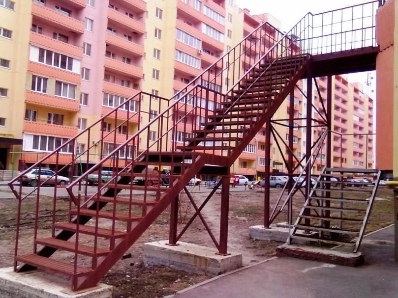 Металлическая лестница Тип 20