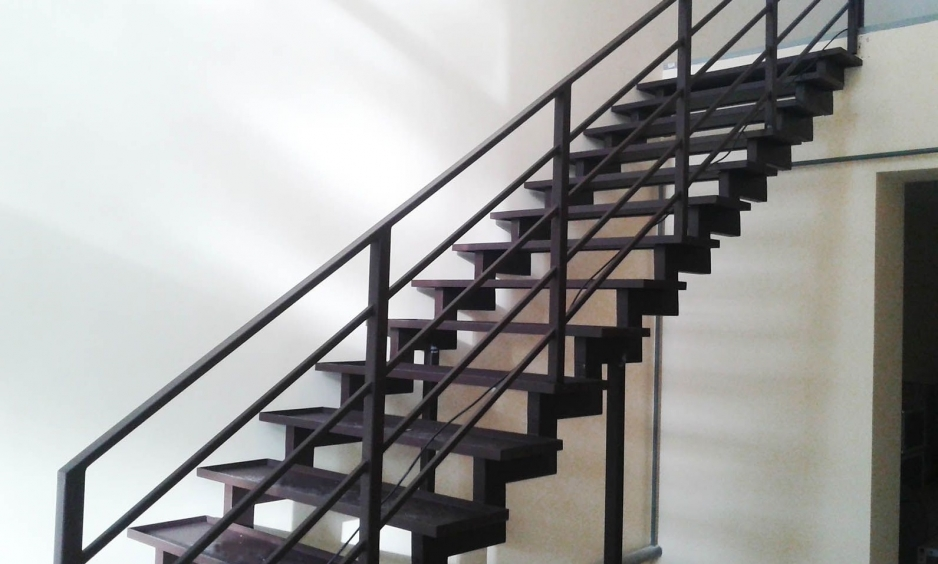 Металлическая лестница Тип 8